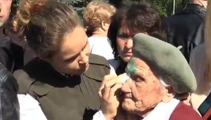 Бабушка-ветеран умерла после того, как в нее плеснули зеленкой