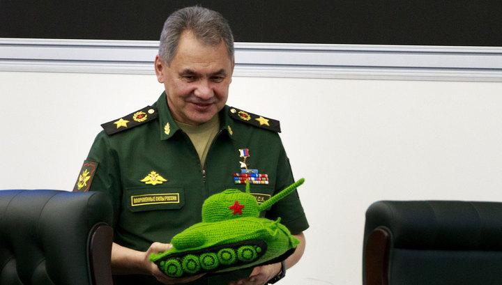 Шойгу подарили вязаный танк