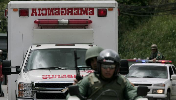 В Венесуэле на жилой дом упал самолет