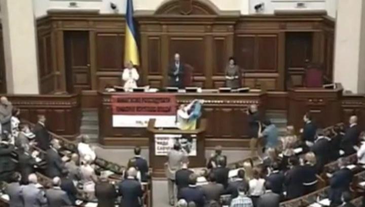 Савченко назвала Раду базаром, а депутатов - ленивыми школьниками
