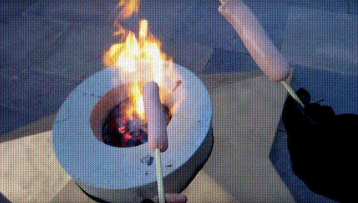 На Вечном огне в Кемерове пожарили сосиски под гимн России
