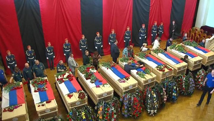 В Жуковском простились с погибшими на тушении пожаров летчиками МЧС