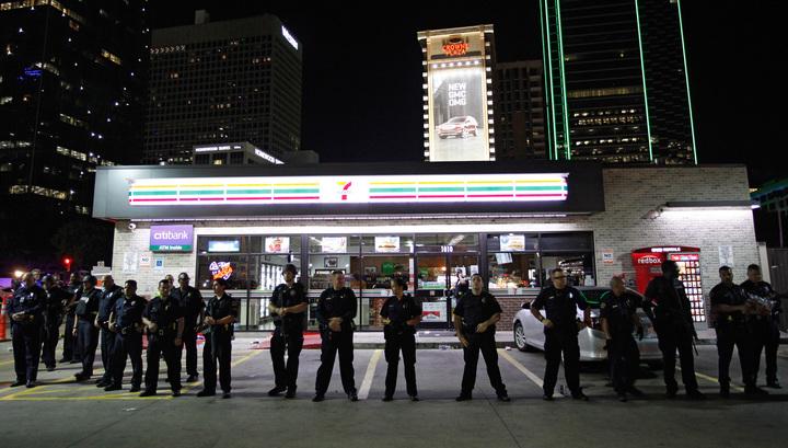 Террор в Далласе: власти проверяют слухи о бомбе и бандитах из Хьюстона