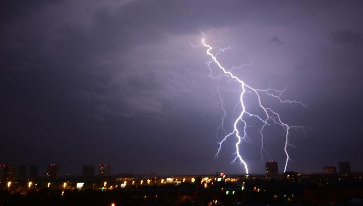 Ночная гроза освежила Москву: очевидцы делятся видео со вспышками молний