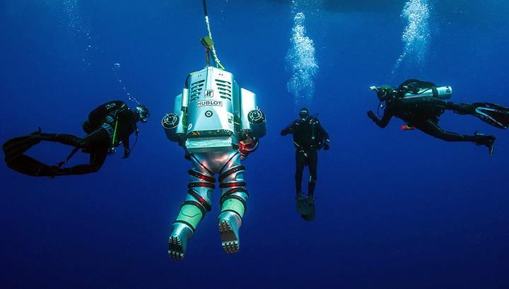 Подводные раскопки на месте крушения Антикитерского корабля. Использование Exosuit. Фото: Brett Seymour, EUA/ARGO