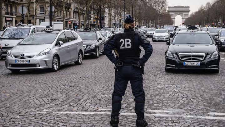"""""""Вся Франция в курсе"""": полиция объявила в розыск трех человек"""