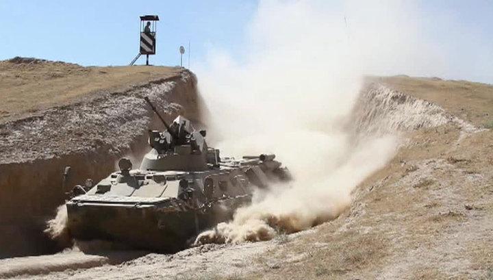В горах Таджикистана впервые испытали новые БТР-82А. Видео