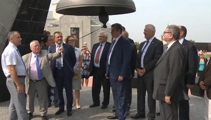 Французские депутаты посетили мемориал узникам концлагеря в Крыму