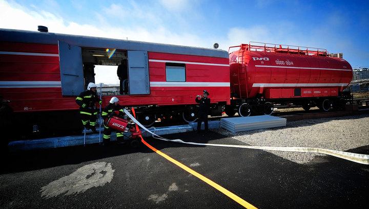 Крупное возгорание в Санкт-Петербурге тушит пожарный поезд