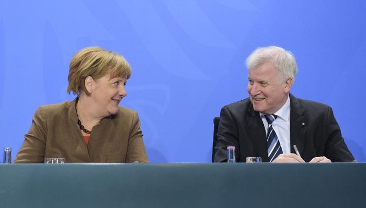Зеехофер и Меркель пришли к компромиссу в вопросе мигрантов