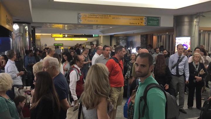 В аэропорту США съемочную группу задержали за попытку провоза муляжа бомбы