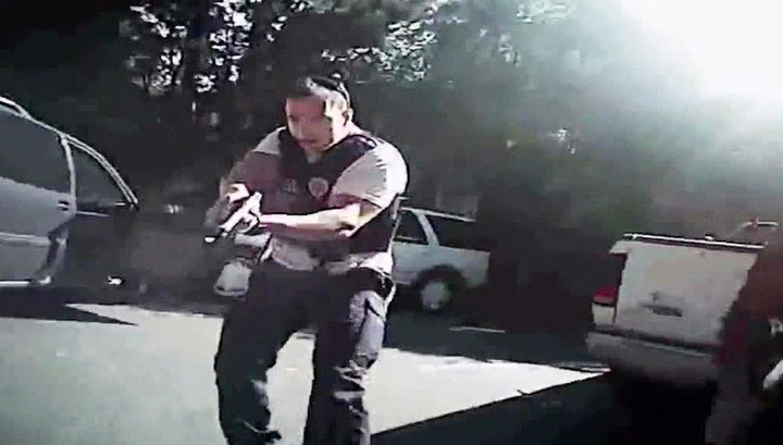 Убийство Кейта Скотта: на видеозаписях оружия не видно