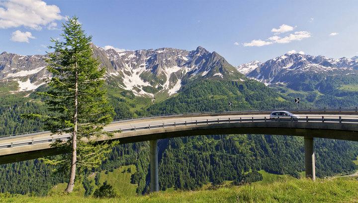 Смертельное ДТП: автобус с туристами врезался в столб в Швейцарии