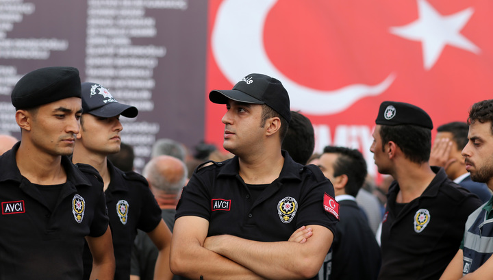 На юге Турции неизвестный открыл огонь в здании торговой палаты