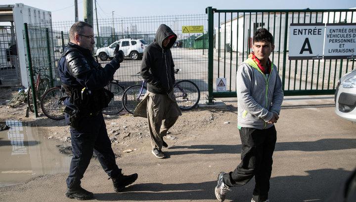 Беспорядки в Кале: беженцы закидали полицейских камнями