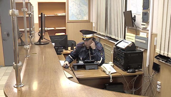 Мужчину, бросавшего мебель в специалистов скорой помощи, отпустили из клиники под подписку