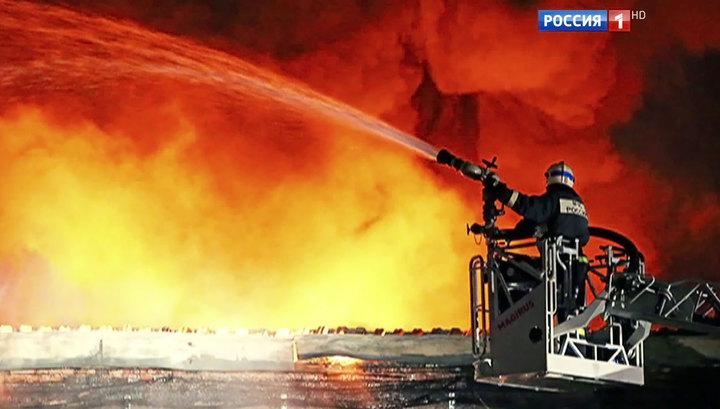 На Амурской улице в Москве горят склады