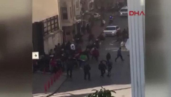 Мигранты разгромили и сожгли стамбульский центр для беженцев