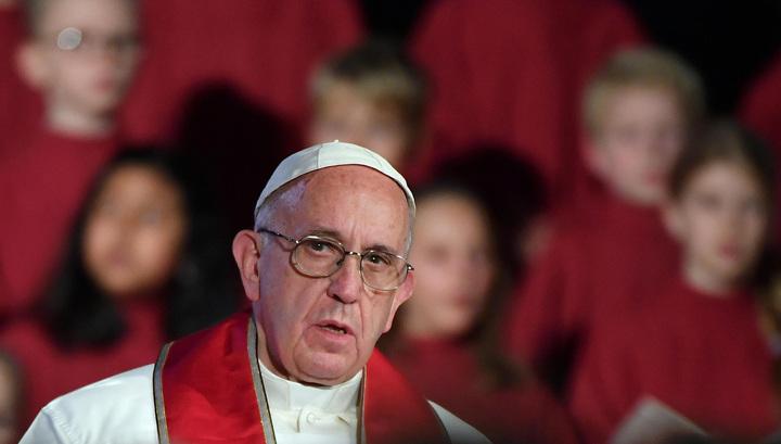 Папа римский помог упавшей с лошади женщине