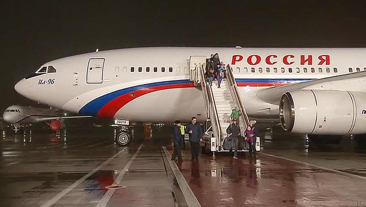 Спецборт с российскими дипломатами приземлился в Москве