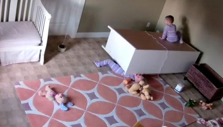 Комод упал на ребенка
