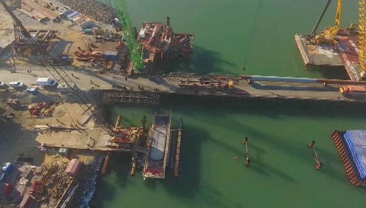 Министр транспорта: строительство Керченского моста подходит к середине