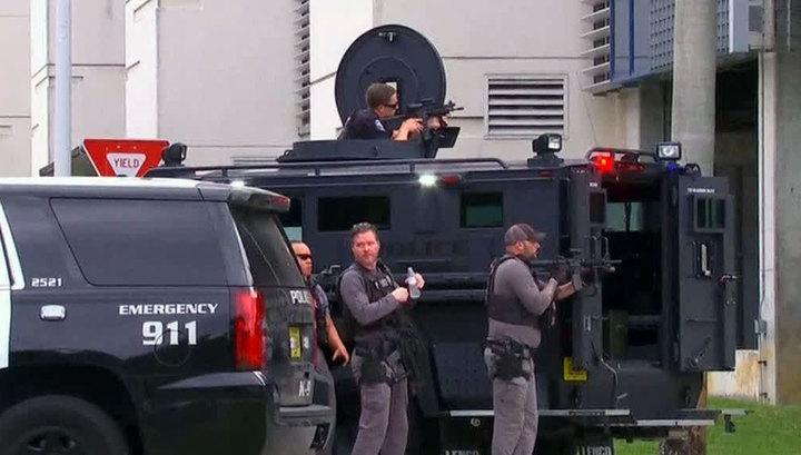 Людей в аэропорту Флориды расстрелял военный