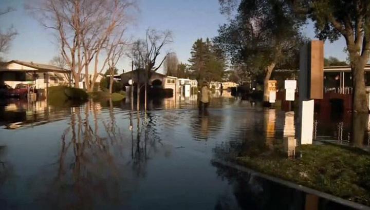В Калифорнии число погибших в результате оползней и наводнений выросло до 13