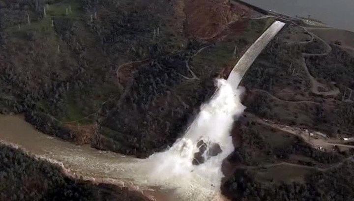 Разрушение плотины в США: объявлен режим ЧС, хотя вода спадает