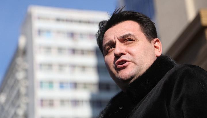 Экс-депутат, обвиняемый в мошенничестве, скрылся, не дожидаясь ареста