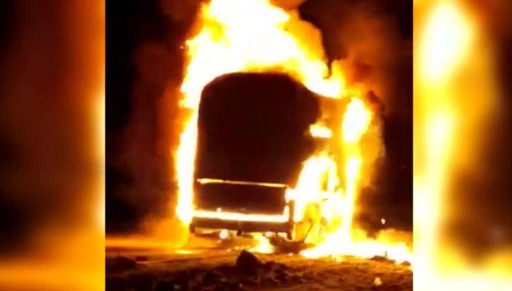 Под Махачкалой загорелся рейсовый автобус