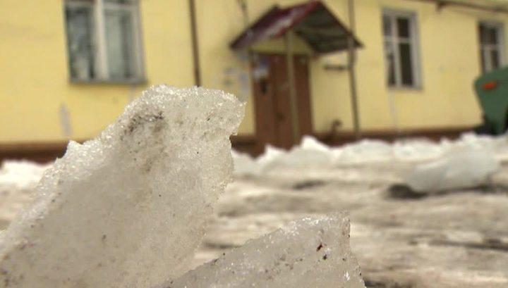 Не ходите по улице в наушниках - вы не услышите шума падающего с крыши снега