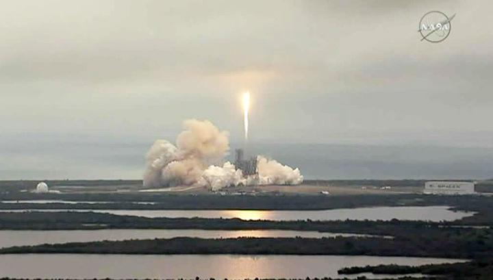 Очередная идея Маска: SpaceX начал сбор денег с потенциальных лунных туристов