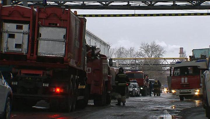 На северо-востоке Москвы загорелись склады с пластиком