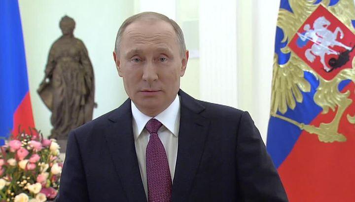 Владимир Путин поздравил женщин стихами на 8 марта