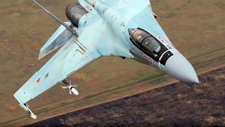 Карельские военные получили три новых истребителя Су-35