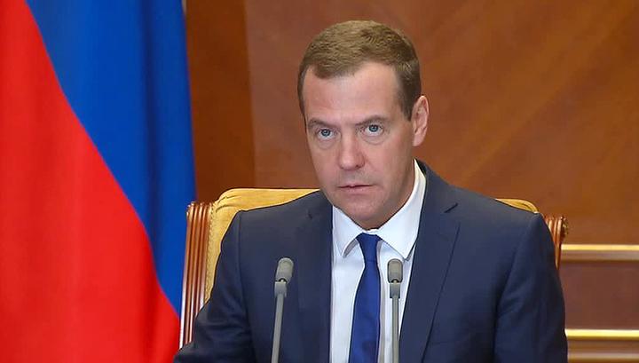 Медведев: МРОТ сравняется с прожиточным минимумом в ближайшие два года