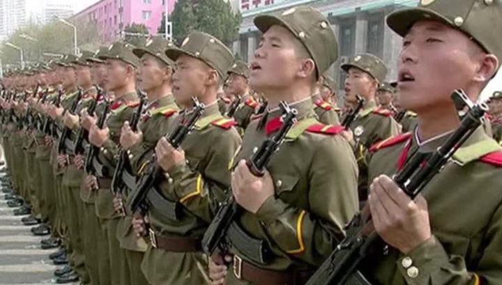 На центральной площади Пхеньяна начался грандиозный военный парад