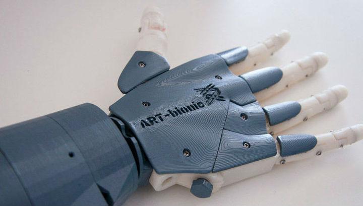 Студенты ДВФУ создали прототип экономичного биопротеза руки.