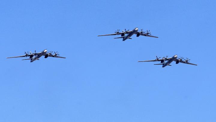 Российские стратеги полетали в компании японских истребителей