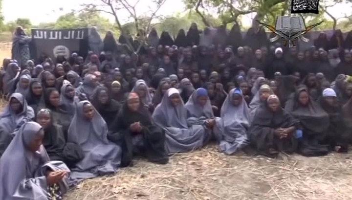 """Боевики """"Боко Харам"""" освободили 82 школьницы после трехлетнего плена"""