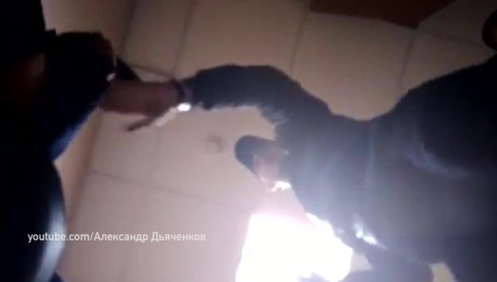 Омской бьет раба ногами видео порно пожилыми