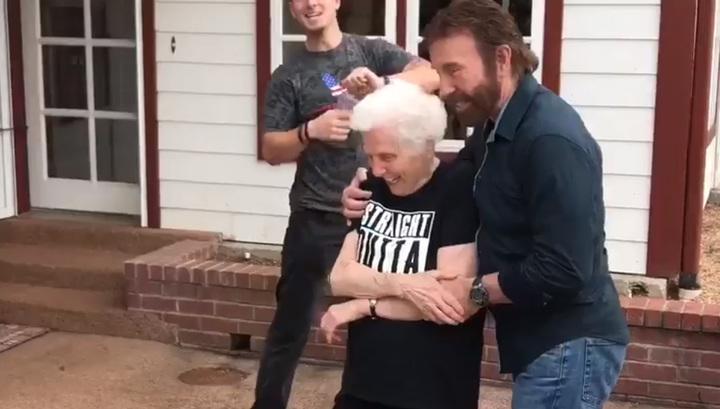 Проиграла в бутылочку видео