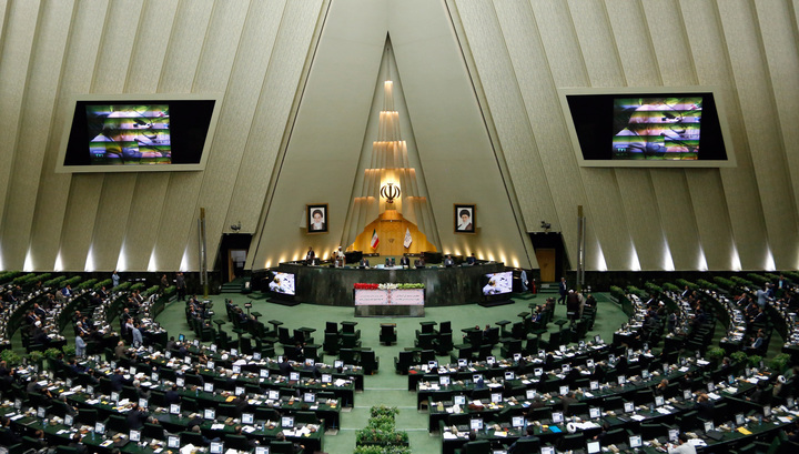 ИГ взяла ответственность за нападения на парламент и мавзолей в Иране