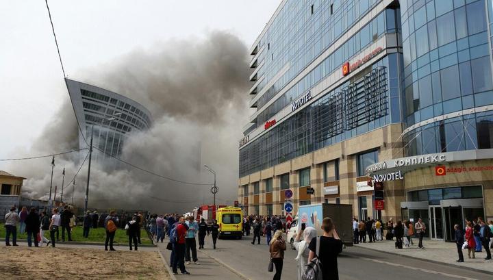 958a98c14540 Из-за пожара у Киевского вокзала в соседнем офисном здании проводилась  эвакуация