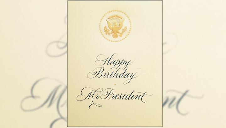 Пятно на подаренной Меланией Трамп мужу открытке заинтриговало Интернет