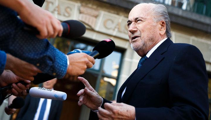 Экс-главу ФИФА Блаттера обвинили в сексуальных домогательствах