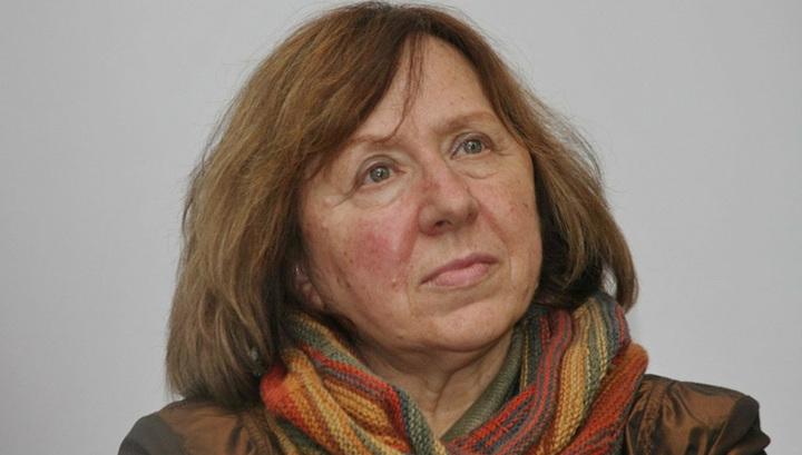 """""""Украинская кровь"""" не помогла: радикалы сорвали выступление Алексиевич в Одессе"""
