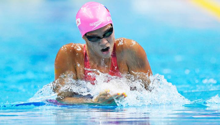Юлия Ефимова завоевала золото на этапе Кубка мира по плаванию в Дохе