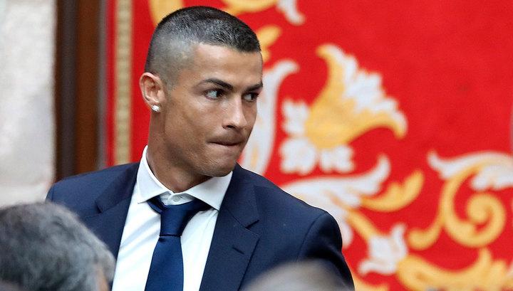 """Из Мадрида в Турин: """"Ювентус"""" официально представил Криштиану Роналду"""
